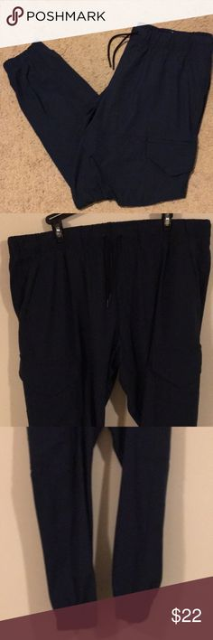 Old Navy Active Joggers, Men's L. Navy Blue. Brand new, no tags. Received as gift and worn only to try on. Baggy fit, I just prefer the fitted look. Unfortunately, had removed and disposed of the tags before having a chance to try on. Old Navy Pants Sweatpants & Joggers