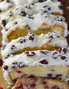 Christmas Cranberry Pound Cake Recipe for Christmas and New Year Cake Best Christmas Desserts, Vegan Christmas, Cranberry Pound Cake Recipe, Cake Recipes, Dessert Recipes, Dessert Ideas, Brown Butter Frosting, New Year's Cake, Delicious Dinner Recipes
