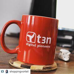 #Repost @shoppingvorteil with @repostapp.  Vielen Dank für diese wundervolle Tasse @t3n_magazin - Endlich schmeckt der Kaffee morgens wieder  #kaffee #gutenmorgen #büro #schreibtisch #danke #t3n #abo #leser #berlin #startup #onlinebusiness #digitalpioneers - Du hast ein cooles Foto von t3n (Sticker Magazine Tassen etc.) gemacht? Dann tag #t3n / @t3n_magazin und du bekommst einen Repost  by t3n_magazin