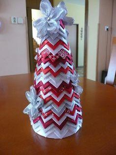 Christmas Ribbon Crafts, Fabric Christmas Trees, Quilted Christmas Ornaments, Christmas Tree Pattern, Christmas Gift Decorations, Christmas Sewing, Handmade Christmas, Holiday Crafts, Christmas Crafts