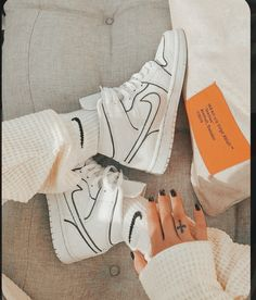 Dr Shoes, Nike Air Shoes, Hype Shoes, Me Too Shoes, Shoes Sneakers, Cool Nike Shoes, Cool Nikes, Shoes Heels, Sneakers Adidas