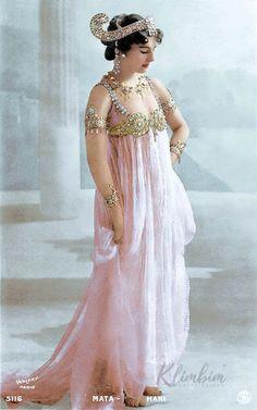 Imagenes Victorianas: Mata Hari, Vintage Photographs, Vintage Photos, Illustration Photo, Style Oriental, Colorized Photos, Tribal Fusion, Independent Women, Belly Dancers