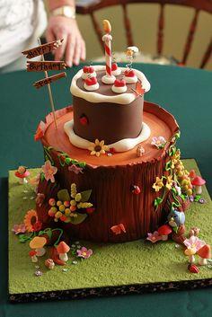 Geschenk Geburt - Tree stump birthday picnic by Andrea's SweetCakes, Pretty Cakes, Beautiful Cakes, Amazing Cakes, Crazy Cakes, Fondant Cakes, Cupcake Cakes, Cupcakes, Woodland Theme Cake, Tree Stump Cake