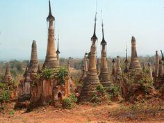 Stupas near Shwe Inn Thein, Burma/Myanmar [OC][2272 × 1712]
