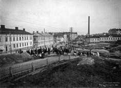 Toinen linja. Kalliolla Pelastusarmeijan kokous. Helsingin kaupunginmuseo Signe Brander 1912.