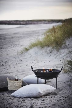 Outdoorliving Nordic Design Summer Images/Bilder via House Doctor House Doctor, Beach Picnic, Beach Bbq, Beach Bonfire, Summer Beach, Summer 2016, Spring Summer, Beach Night, Beach Camping