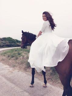 Wedding | horse shot | Photography | weddingdress
