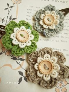 Button Flowers ~ I'm thinking . crochet the flower around the button hole, a. Button Flowers ~ I'm thinking . crochet the flower around the button hole, and when the butto Knit Or Crochet, Crochet Crafts, Yarn Crafts, Crochet Hooks, Crochet Hair, Knitted Flowers, Fabric Flowers, Felt Flowers, Pretty Flowers