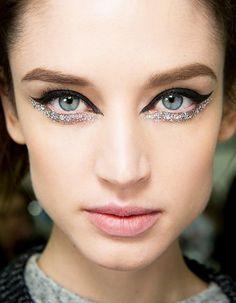 11 Sophisticated Ways to Wear Glitter This Holiday Season | Byrdie UK