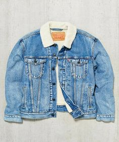 Denim jackets: Levis Youngstown Sherpa Trucker Jacket - Urban Out. Winter Outfits, Casual Outfits, Cute Outfits, Fashion Outfits, Fashion Shirts, Emo Fashion, Casual Wear, Mode Masculine, Mode Costume