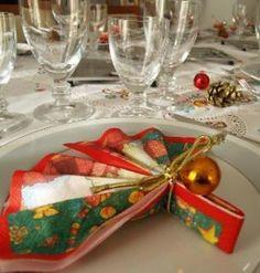 Elementos en una mesa de Navidad. Más ideas en... http://www.1001consejos.com/decoracion-de-mesas-de-navidad/