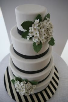 can't get enough of black and white stripes with cakes!