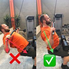 Latzug am Kabel zur Brust Links sieht man ein sehr häufiges Bild, der Oberkörper wird viel zu weit zurückgelehnt, somit zeigt der Oberkörper in eine andere Richtung wie die Ellenbogen. Dadurch ist nicht mehr der Latissimus der Muskel, der die meiste Arbeit verrichtet, sondern es verschiebt auf den Schulter- und Nackenbereich.  Rechts sieht man die optimale Ausführung, der Arm und der Ellenbogen sind in einer Linie mit dem Oberkörper, dadurch ist eine optimale Stimulation des Latissimus…