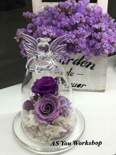 Creative Flower Arrangements, Floral Arrangements, Dried Flowers, Paper Flowers, Cloche Decor, Flower Bottle, How To Preserve Flowers, Glass Ball, Flower Crafts