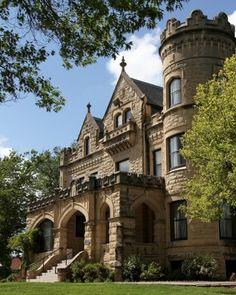 14 Fairy-Tale Castle Wedding Venues In America - Joslyn Castle