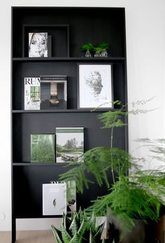 Homemade Bookshelves, Black And White Interior, Black White, Bookshelf Design, Beautiful Interior Design, Picture Wall, Home And Living, Modern Decor, Home Furniture