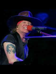 The most beautiful smile in the world 😁❤ Guns N Roses, Beautiful Smile, Most Beautiful, Axl Rose 2016, Rose Williams, Theatre Problems, Rose Photos, Les Miserables, Record Producer