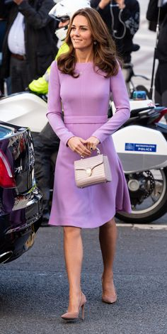 The Duke and Duchess of Cambridge attended the first Global Ministerial Mental Health Summit, which aims to promote better mental health for all. Princess Kate Middleton wore her lavender Emilia Wickstead' A-line Wool-Crepe Dress Duchess Kate, Duchess Of Cambridge, Royal Fashion, Look Fashion, Fashion Outfits, Looks Kate Middleton, Kate Middleton Fashion, Princesse Kate Middleton, Herzogin Von Cambridge
