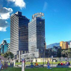 Excelente miércoles! @Regrann from @gmvr1405  PLAZA VENEZUELA  CARACAS  VENEZUELA  #LaCuadraU #GaleriaLCU #ig_venezuela_ #Instavenezuela  #IgersVenezuela  #InstaLOVEnezuela  #loves_venezuela  #icu_venezuela  #ig_americas  #ig_venezuelan_pro #Great_Captures_Vzla  #Venezuela_estrella  #Venezuela_greatshots