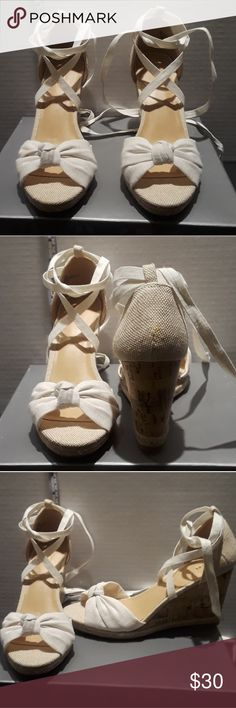 Apt. 9 White Womens Wedge Sandals Product Features Knotted vamp lace-up from heel Cork-pattern wedge Peep toe lace-up closure  See photos for measurements No original box Great condition Never used Non-smoking home Apt. 9 Shoes Wedges