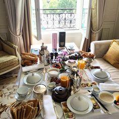 """chateau-de-luxe: """" (via) chateau-de-luxe.tumblr.com """""""