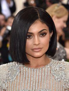 SLEEK & SMOOTH BOBS - Kylie Jenner