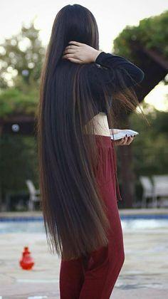 look at how long her hair is! Rapunzel, Beautiful Long Hair, Gorgeous Hair, Beautiful Women, Short Hairstyles For Women, Trendy Hairstyles, Long Hair Tumblr, Very Long Hair, Hair Goals