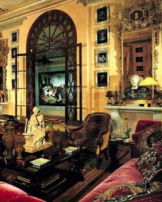 Fashion designer Hubert de Givenchy inspired Pinto to acquire a apartment in Paris (AD, April In the main salon, the framed images are Pompeian wall studies and the sculpture on the cocktail table is by Albert-Ernest Carrier-Belleuse Luxury Homes Interior, Interior And Exterior, Beautiful Interiors, Beautiful Homes, Chinoiserie, Architecture Design, Victorian Architecture, Apartment Decoration, Decoration Inspiration