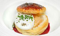Receta de Huevos escalfados en hojaldre con foie y vino tinto