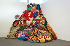 Sarah Moli Newton Applebaum is a knit freak ! She creates knitted sculptural installations that emphasize an overwhelming array color patterns, geometric shapes and crochet patterns, her work grows...