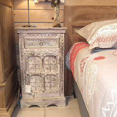 Chevet de lit indien bois sculpté - http://meuble-passion.com/india/255-petit-meuble-indien-confiturier-vert-48cm.html