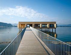Das Badehaus am Kaiserstrand bietet seinen Gästen nicht nur einen fantastischen Panoramablick über den Bodensee, sondern auch ein einmaliges Badeerlebnis.