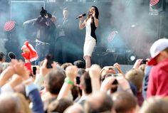 Austrian drag queen wows 10,000 fans outside federal chancellery in Vienna – LGBTQ Nation