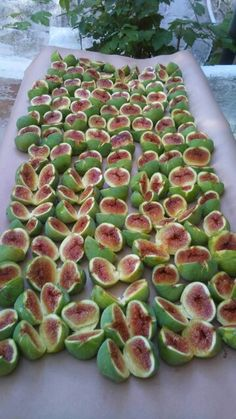 Greek Figs Greek Recipes, Raw Food Recipes, Healthy Recipes, Healthy Food, Fruits And Vegetables, Fresh Fruit, Berries, Spices, Thessaloniki