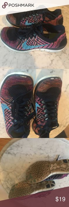 Ladies Nike Sneakers Design in very good condition! Nike Shoes Sneakers