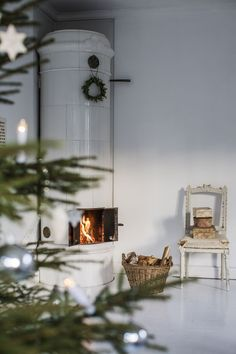 Scandinavian Christmas Style, always serene and often understated, can bring timeless elegance to your home during Christmas time. Christmas Past, Christmas Fashion, All Things Christmas, White Christmas, Christmas Diy, Christmas Ornaments, Holiday, Scandinavian Christmas Decorations, Handmade Christmas Decorations