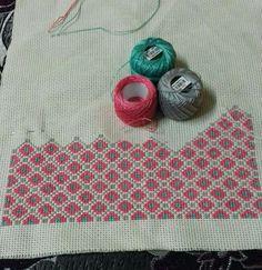 Crochet Flower Tutorial, Crochet Flowers, Cross Stitching, Cross Stitch Embroidery, Blackwork Patterns, Palestinian Embroidery, Bargello, Cross Stitch Designs, Embroidery Designs