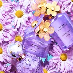 Perfume Store, Perfume Bottles, Marc Jacobs Perfume, Daisy Perfume, My Beauty Routine, Marc Jacobs Daisy, Cosmetic Items, Healthy Skin Care, Purple Aesthetic