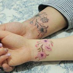 원작은 @타투이스트리버님의 작품이예요. 너무 예뻐서 칼라와 블랙앤그레이로 커플타투로 진행해보았습니다:) 예쁜부부의 #커플타투 #coupletattoo #tattoo #타투 #아로새기다타투 #아낙림