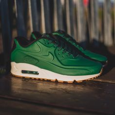 This Nike Air Max 90 with a gorge green Vac-Tech treatment on the upper is available ONLINE NOW for £115.00. #nike #airmax90 #airmax #vactech #hanon #hanonshop
