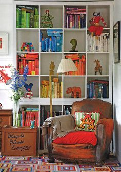 One bookcase, endless configurations! -The World's Most Popular Bookcase: Best Uses of the IKEA Expedit Corner Bookshelves, Bookshelf Design, Bookcases, Expedit Bookcase, Bookshelf Wall, Bookshelf Storage, Living Room Designs, Living Spaces, Ikea Expedit