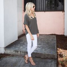 it, a shopping discovery app that allows you to instantly shop your favorite influencer pics across social media and the mobile web. Love Fashion, Winter Fashion, Fashion Outfits, Fashion Tips, White Pants Summer, Kailee Wright, Fashion Pictures, Everyday Fashion, White Jeans