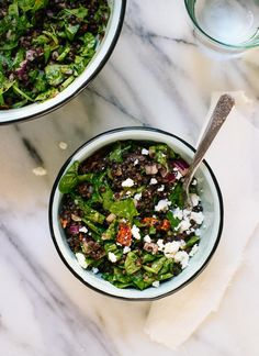 This Greek lentil salad recipe is fresh, delicious and simple to make! cookieandkate.com