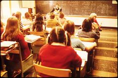 sognare la scuola, i compagni di classe Flipped Classroom, A Classroom, Cathedral High School, New Ulm, Teaching Poetry, Teaching Spanish, Poetry Foundation, Middle Schoolers, Social Work