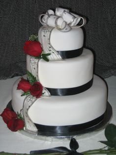 Music Wedding Cake- GORGEOUS, might even do this for my parents wedding anniversary cake