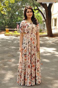Fashion Tips Quotes .Fashion Tips Quotes Cotton Gowns, Cotton Long Dress, Long Gown Dress, Long Frock, Dress Indian Style, Indian Fashion Dresses, Casual Gowns, Kalamkari Dresses, Long Dress Design
