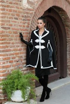 Capa romaneasca din stofa neagra cu alb - Armonie