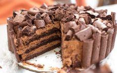 Chocolate Meringue Cakes discovered by Foodoholic ♥ #FOOD #pudding #cake #Cake #FoodPorn🍫🍕 #dessert #yummy #Chocoholics♥ #meringue #chocolate #love #L4L #F4F Dark Chocolate Mousse, Chocolate Meringue, Meringue Cake, Chocolate Cake, Meringue Pavlova, Meringue Desserts, Chocolate Delight, Decadent Chocolate, Chocolate Desserts