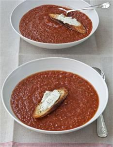 Barefoot Contessa - Recipes - Easy Gazpacho & Goat Cheese Croutons- I made this and it's delicious. Gaspacho Recipe, Gazpacho Soup, Soup Recipes, Cooking Recipes, Food Network Recipes, Food Processor Recipes, Soup Kitchen, Barefoot Contessa, Soup And Sandwich