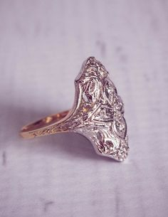 The Jane: 1940's Antique Filigree Diamond Ring por TemsahJewelers